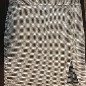 Black and white pencil skirt w/ comfort waistband!